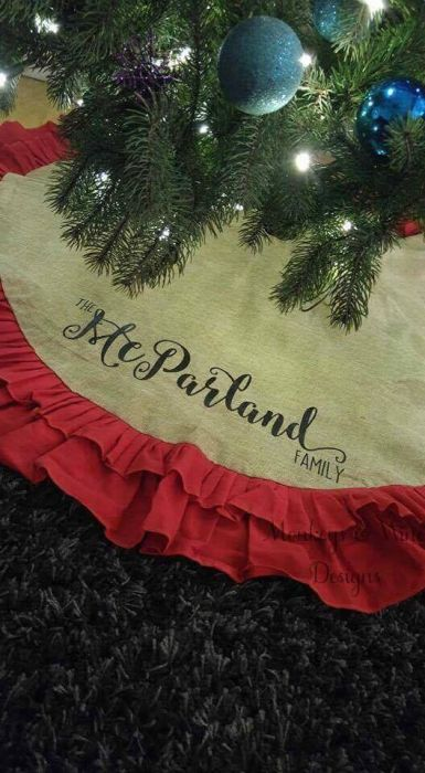 tree skirt red